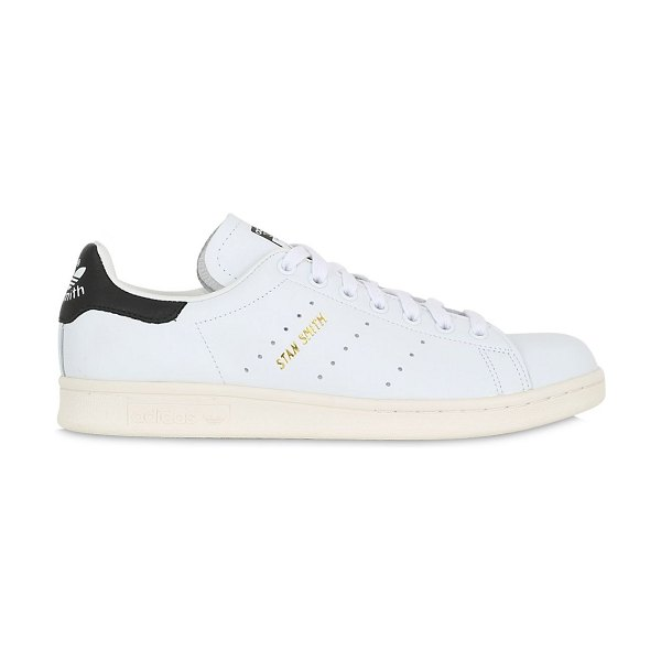 adidas Originals Stan smith leather sneakers in white/black - Reinforced eyelets. Perforated sides. Contrasting color...