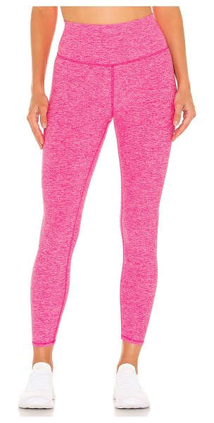 Alo Yoga 7/8 soft highlight legging in neon pink heather