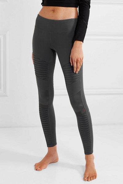 Alo Yoga moto mesh-paneled stretch leggings in dark gray - Alo Yoga's leggings are loved and frequently worn to...