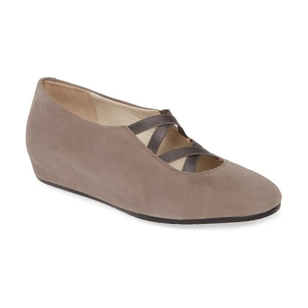 Amalfi by Rangoni violante hidden wedge pump in grigio suede