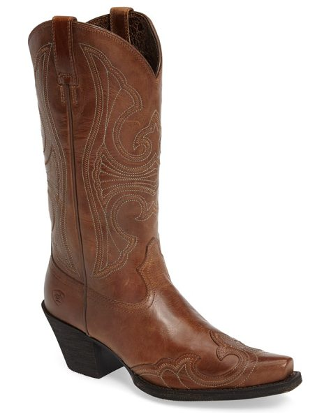Ariat round up d-toe wingtip western boot in sandstorm leather