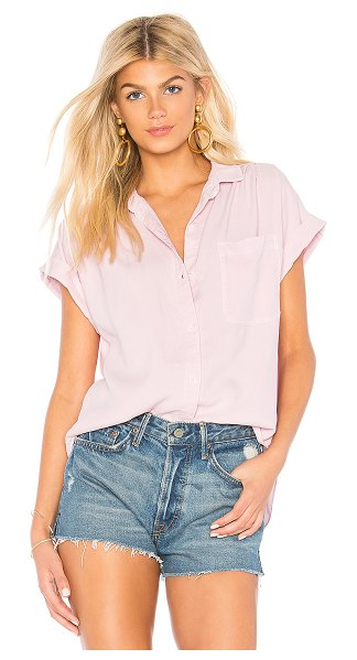 Bella Dahl capsleeve pocket button down in orchid summer