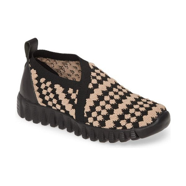 bernie mev. amie slip-on sneaker in black/ blush fabric