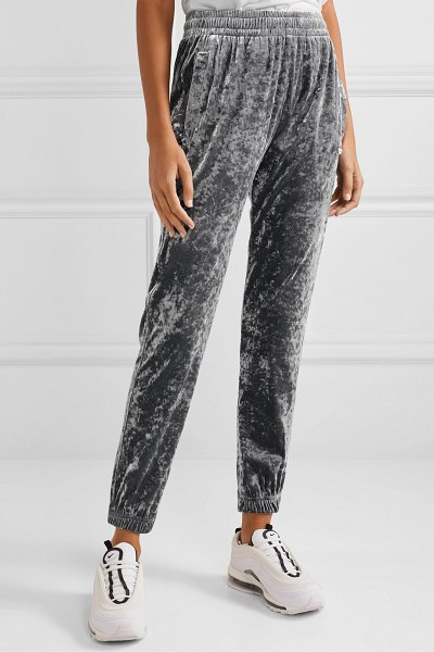 BLOUSE sleepy boy crushed-velvet track pants in silver