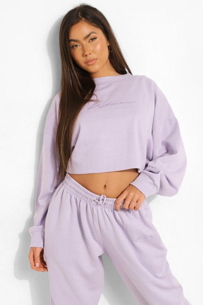 Boohoo Cropped Woman Embroidered Sweatshirt in lilac