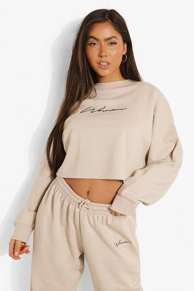 Boohoo Cropped Woman Embroidered Sweatshirt in stone