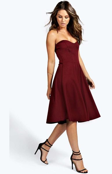 Boohoo Bandeau Sweetheart Skater Dress in berry - Every girl s wardrobe  should include a skater dress dd55e242a