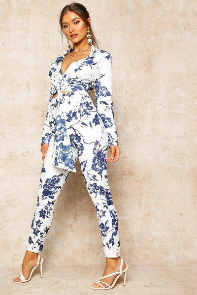 Boohoo Floral Print High Waist Cropped Trouser in blue