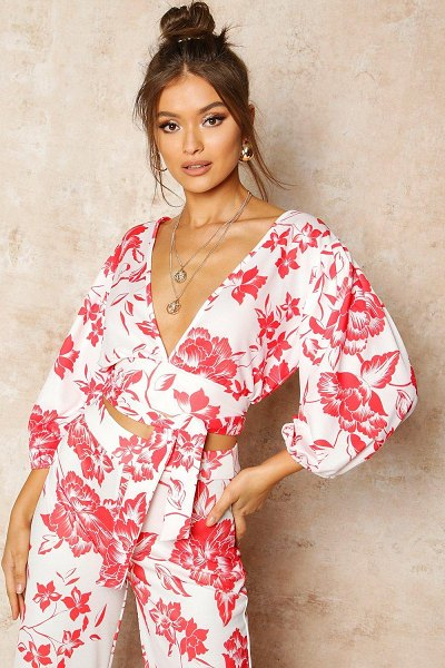 Boohoo Floral Print Puff Sleeve Tie Front Crop Top in red