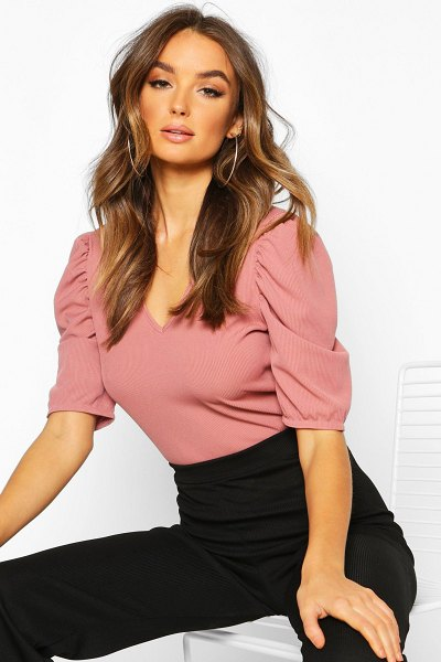 Boohoo V Neck Puff Sleeve Rib Top in rose