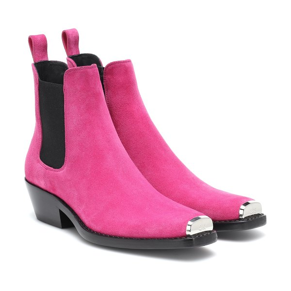 CALVIN KLEIN 205W39NYC Exclusive to Mytheresa – Western Claire suede ankle boots in pink - CALVIN KLEIN 205W39NYC gives the classic Chelsea boot a...