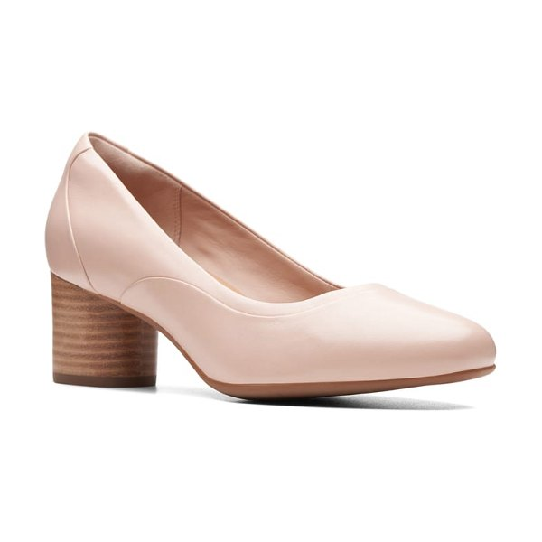 Clarks clarks un cosmo step pump in blush leather