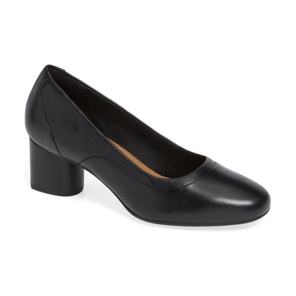 Clarks clarks un cosmo step pump in black leather