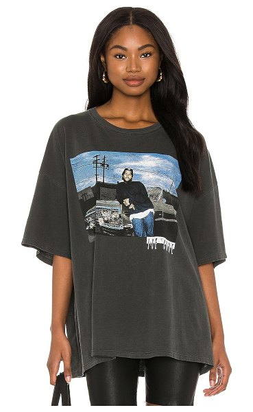DAYDREAMER ice cube impala tee in pigment black