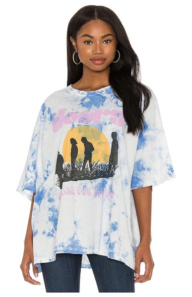 DAYDREAMER the doors waiting for the sun tee in periwinkle cloud