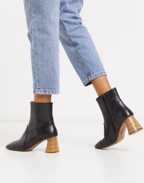 DEPP stacked heeled ankle boots in black leather in black
