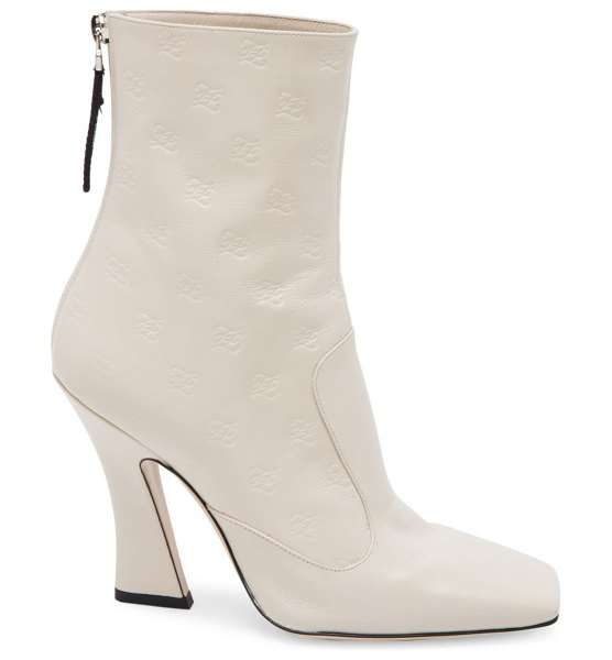 Fendi karligraphy embossed leather ankle boots in bianco