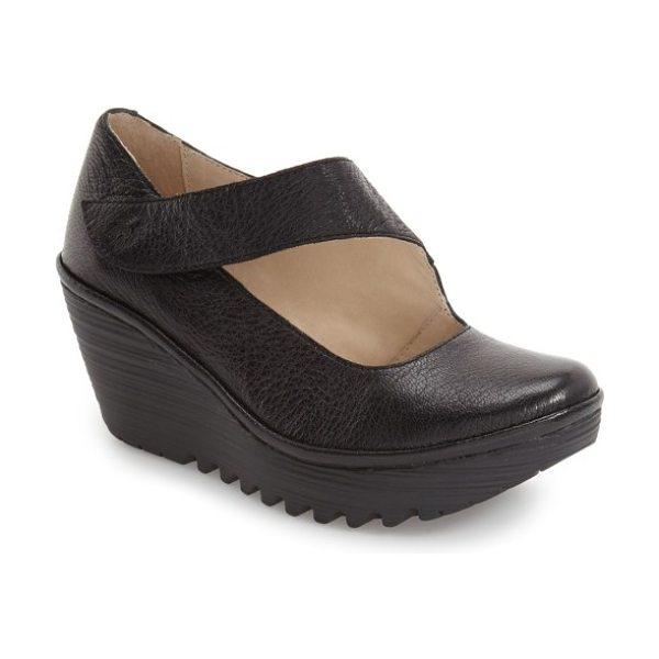 Fly London 'yasi' wedge pump in black leather