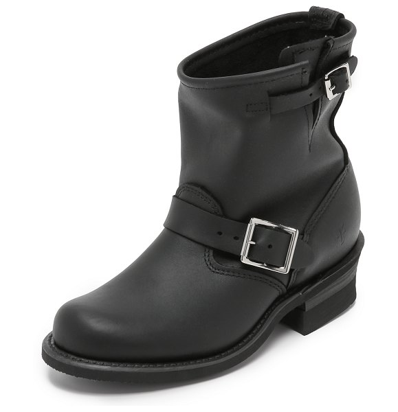 Frye engineer 8r boots in black