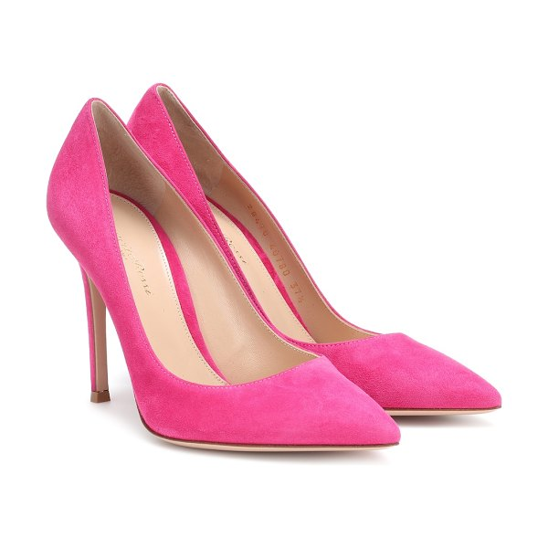 Gianvito Rossi gianvito 105 suede pumps in pink - Covered in plush suede, this shocking pink pair of pumps...