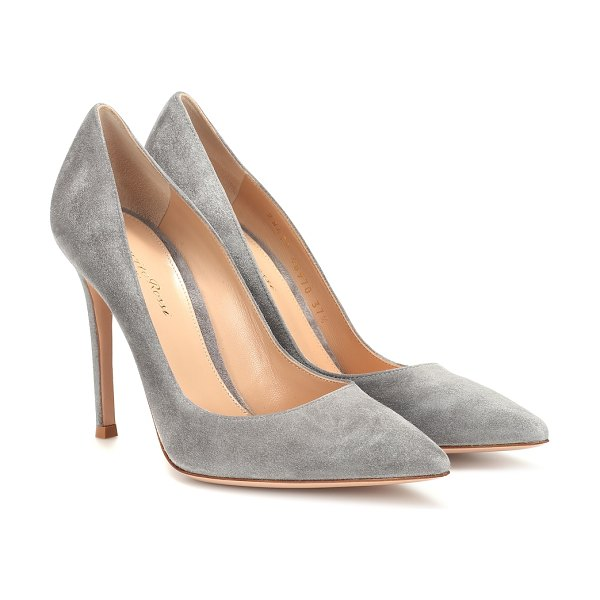 Gianvito Rossi gianvito 105 suede pumps in grey - Covered in plush suede in a versatile grey hue, these...