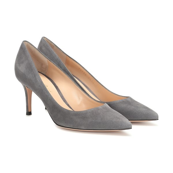 Gianvito Rossi gianvito 70 suede pumps in grey - Giavnito Rossi's timeless and versatile 70mm pumps get a...