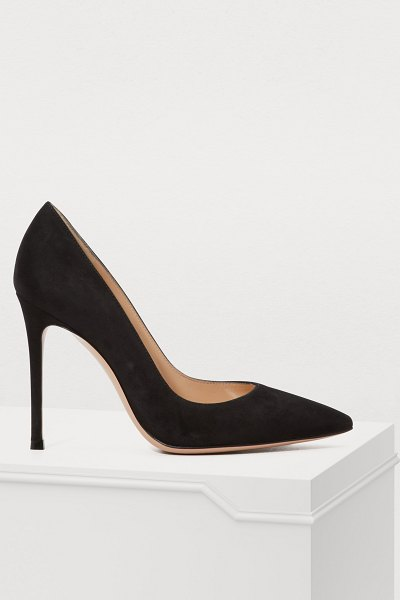 Gianvito Rossi Gianvito pumps in black nero - Specializing in profiled shoes, the Gianvito Rossi...