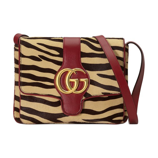 Gucci Arli Medium Tiger-Print Shoulder Bag in tiger