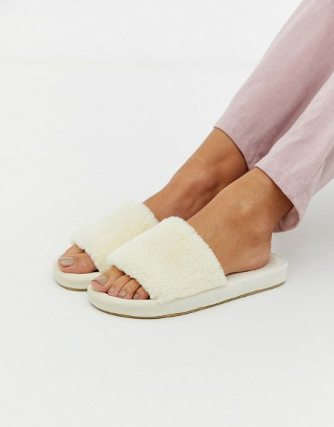 Loungeable fluffy slipper in cream in cream