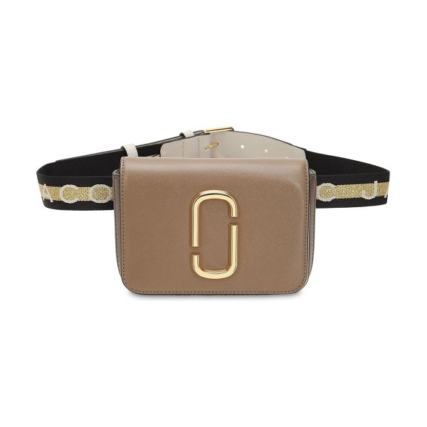 Marc Jacobs Hip shot leather belt bag in beige - Height: 14cm Width: 18cm Depth: 5cm. Adjustable belt...