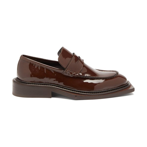 MARTINE ROSE volcano patent-leather penny loafers in brown