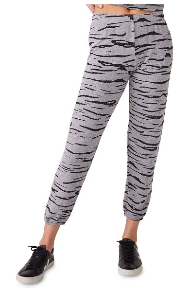 MONROW Heathered Tiger-Print Sweatpants in dark heather