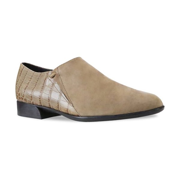 Munro marteen flat in taupe suede