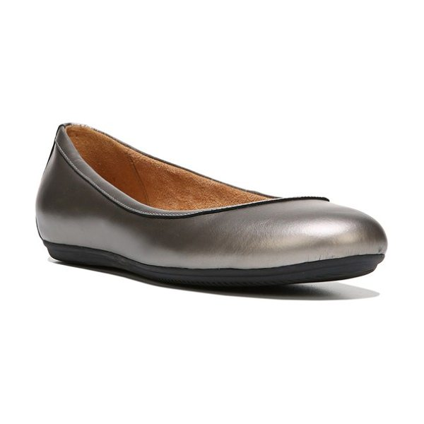 NATURALIZER brittany ballet flat - A rounded-toe ballet flat is built for serious comfort with...
