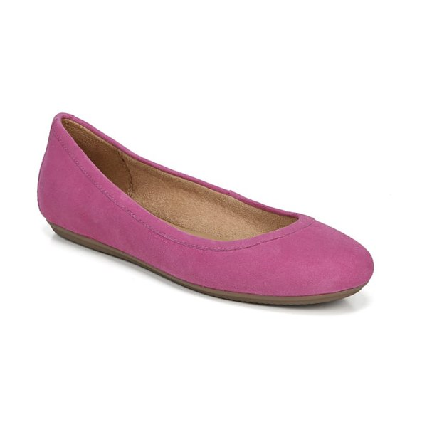Naturalizer brittany flat in pink suede - A signature cushioned footbed furthers the everyday...