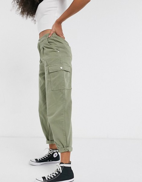 New Look balloon leg pants with pocket detail in khaki-green in green