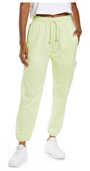 Nike dri-fit swoosh fly standard issue sweatpants in lime ice/ pale ivory