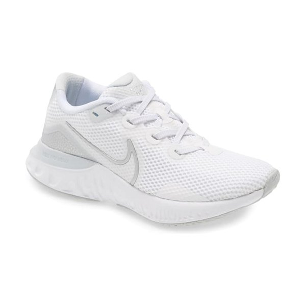 Nike renew run running shoe in platinum/ silver/ white