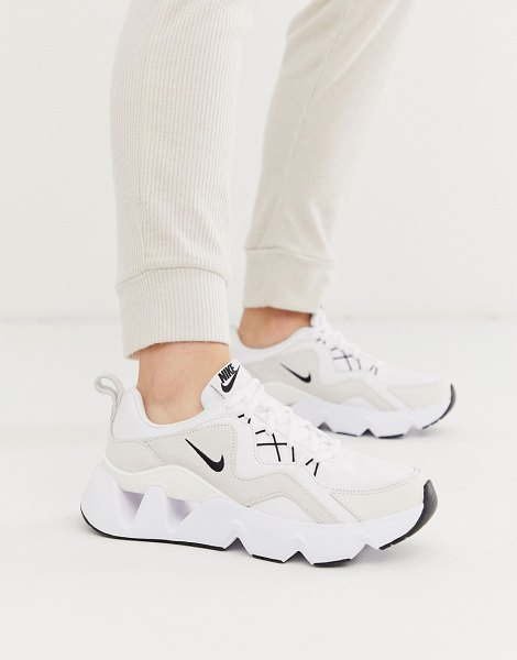 Nike white ryz 365 trainers in white