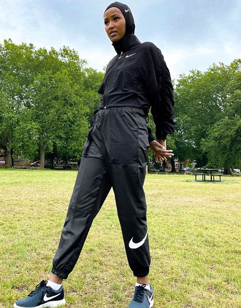 Nike woven swoosh cargo pants with belt in black in black