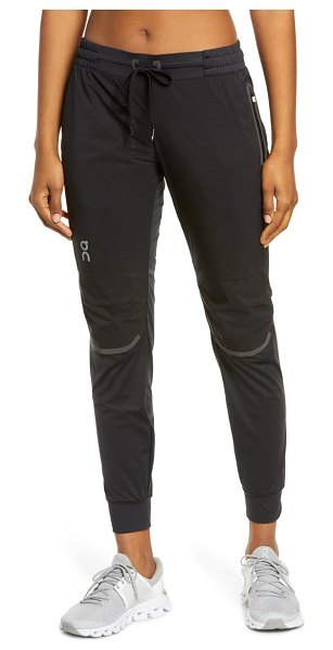 On running reflective running pants in black