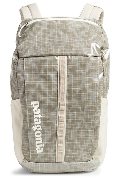 Patagonia black hole 23-liter water repellent backpack in field geo small pumicefspu