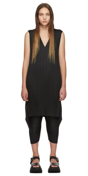 Pleats Please Issey Miyake black v-neck dress in 15 black