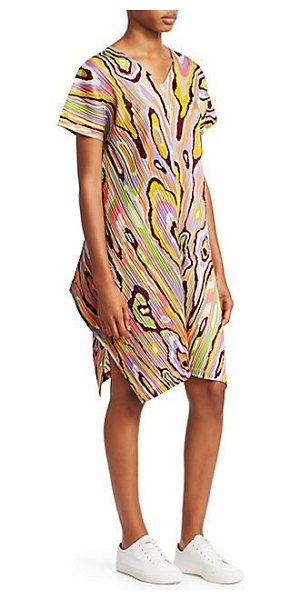 Pleats Please Issey Miyake wooden pattern shift dress in cream - Finished with a bold 70s-inspired print, this...