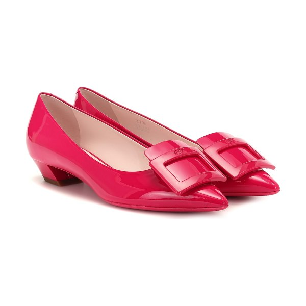 Roger Vivier gommetine leather ballet flats in pink