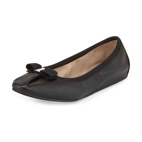 Salvatore Ferragamo Leather Ballet Flats in nero