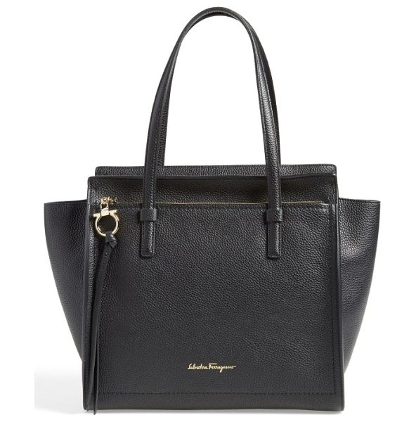 Salvatore Ferragamo medium amy calfskin leather tote in nero