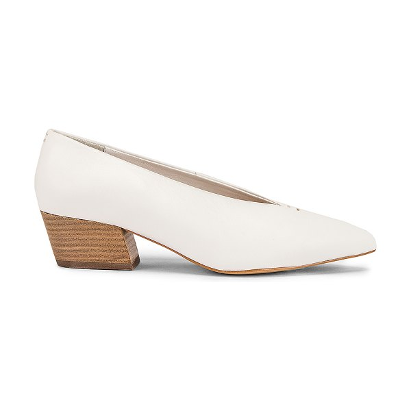 Seychelles compelling pump in white leather