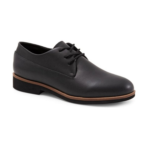 SoftWalk softwalk(r) whitby oxford in black