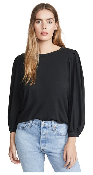The Great the pleat sleeve tee in almost black